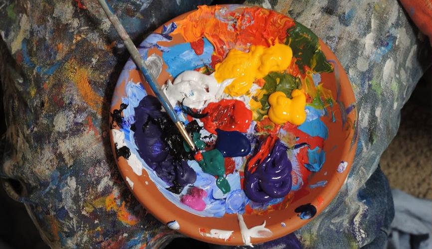 mixing paint artist palette