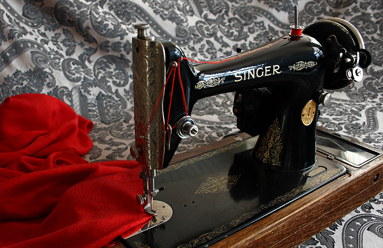 How Old Is My Singer Sewing Machine Discover The Age Of Your Model Impressive Antique Singer Sewing Machine Model 15 91
